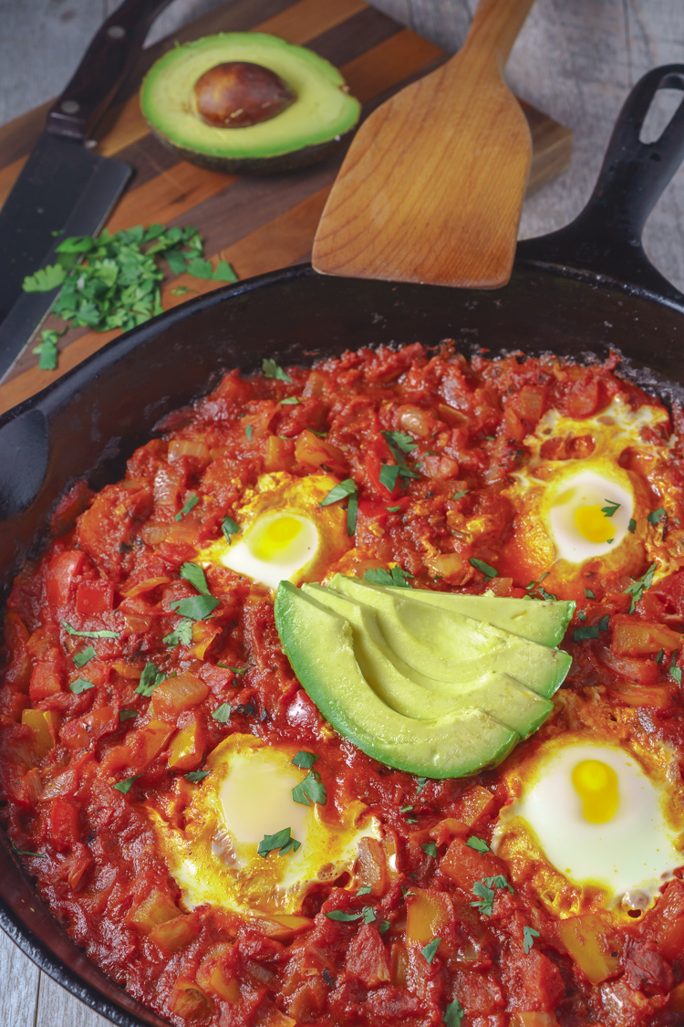Shakshuka eggs poached in tomato and pepper sauce recipe